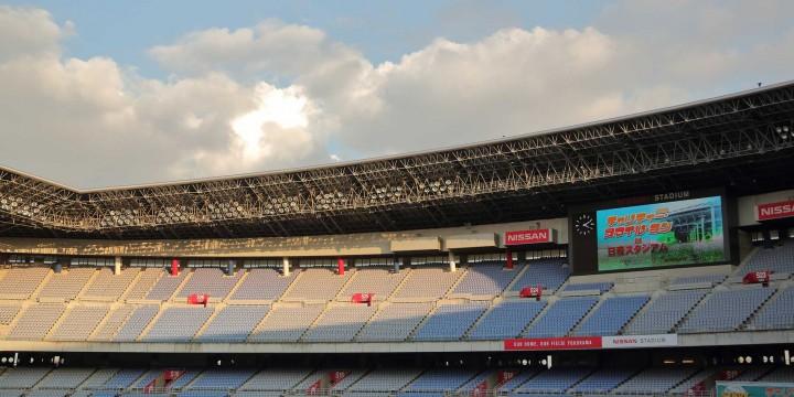 夕陽に照らされた日産スタジアム