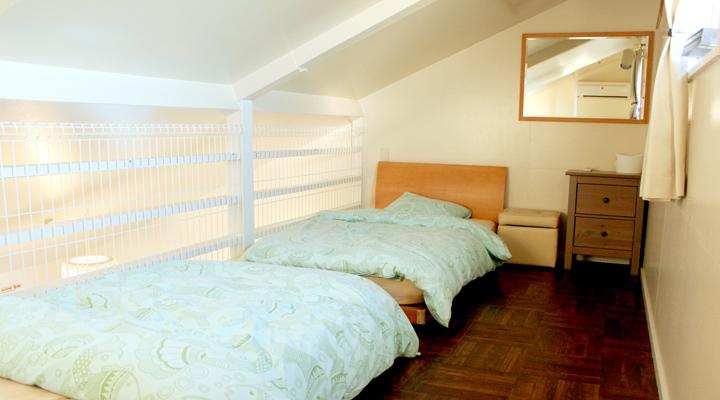 ロフトにある寝室