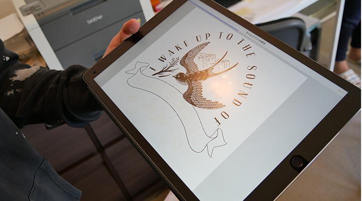 つばめをモチーフにした野鳥の会のデザイン