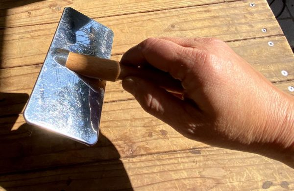 スリッカーブラシの基本の持ち方の写真